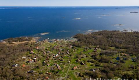 flygbild-svartloga-by