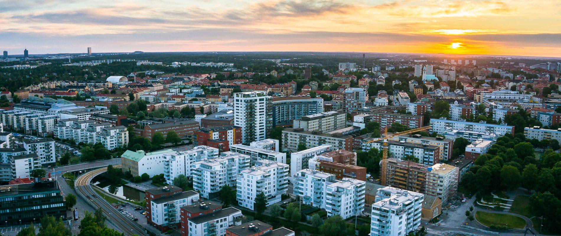 Drönarbild av flerbostadshus i Stockholm