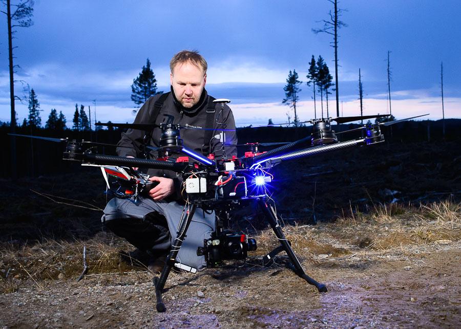 Drönarfotograf Björn Olin med DJI S900 drönare