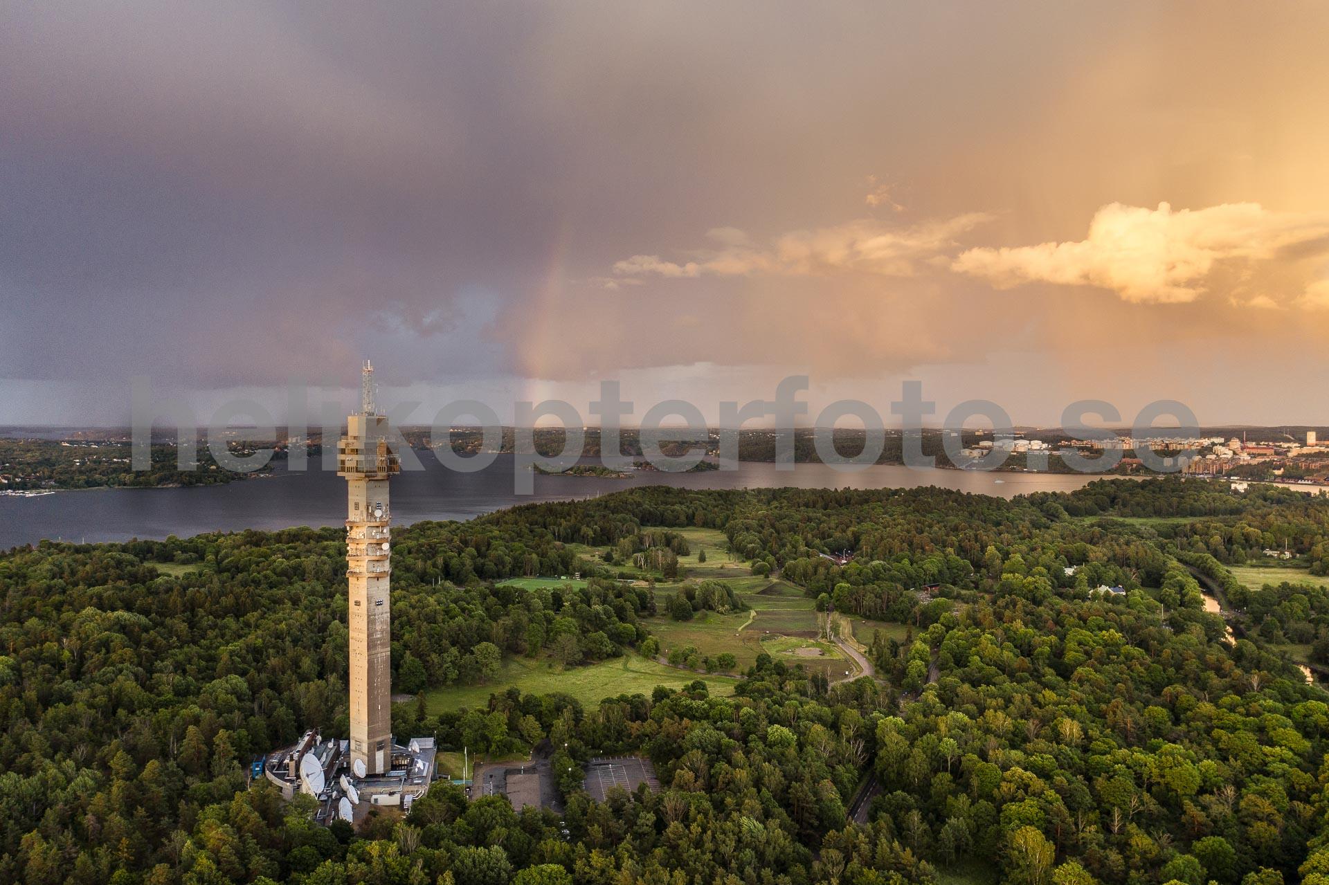 Kaknäs på Djurgården med Kaknästornet och regnbåge